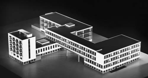 Bauhaus, Walter Gropius
