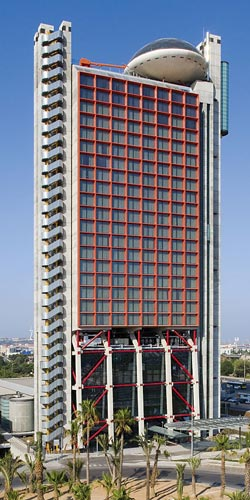 Hesperia Hotel and Conference CentreSpain, Barcelona, архитектор  Ричард Роджерс (Richard Rogers)  1999 - 2006
