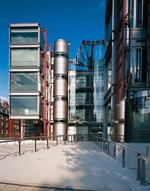 Channel 4 Television Headquarters, England, London, архитектор  Ричард Роджерс (Richard Rogers)