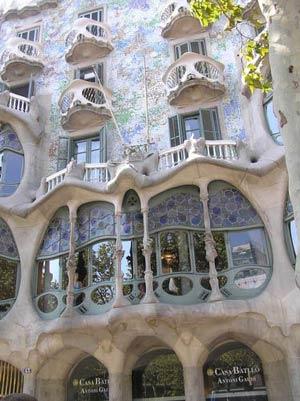 Дом Батльо - Дом Костей, Барселона, архитектор Антонио Гауди