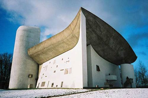 Капелла в г. Роншан, Франция. Архитектор Ле Корбюзье