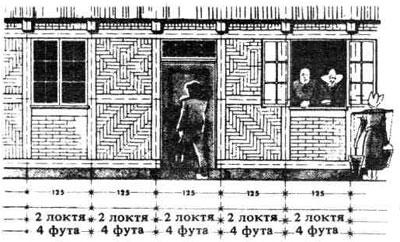 Старый детский дом фахверковой конструкции с расстоянием между осями стоек, равным размаху рук.